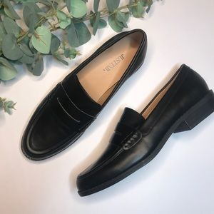 GIOVANA BLACK LEATHER LOAFERS NWOT